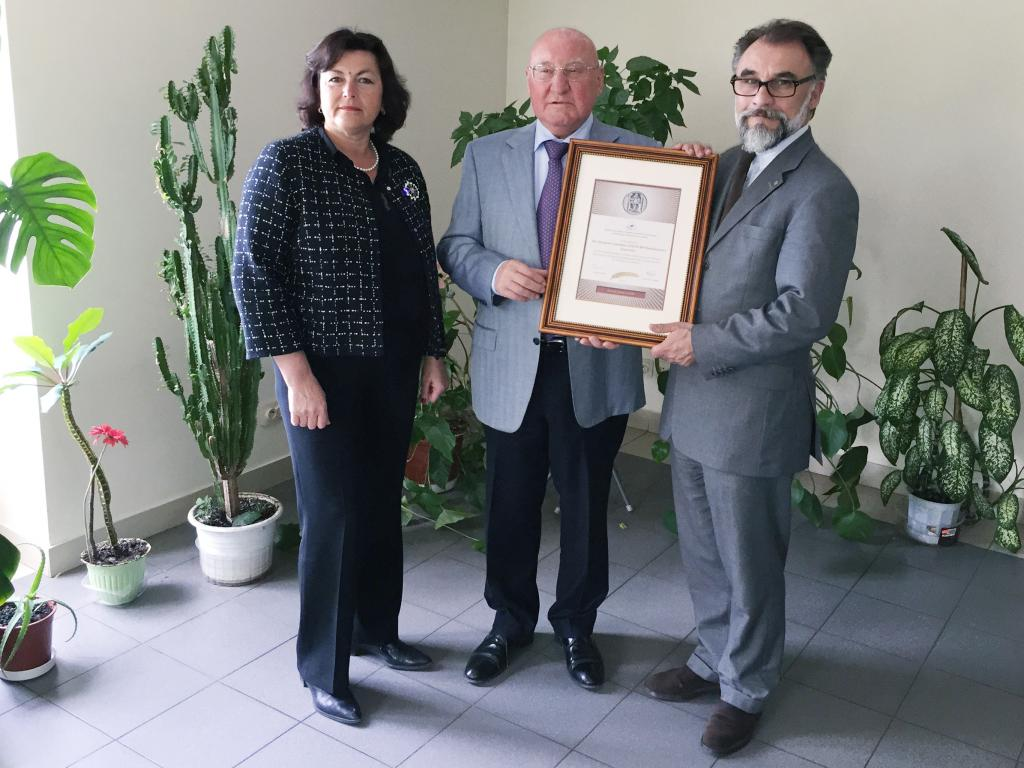 Outgoing Eurovent President Christian Herten receiving a membership certificate from ABOK President Yuri Tabunschikov and ABOK Vice-President Marianna Brodach